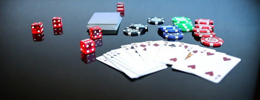 What are the tips to play online gambling games?